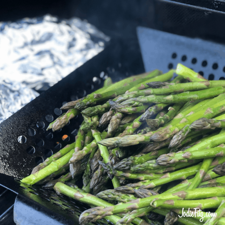 Grilled asparagus on the grill.